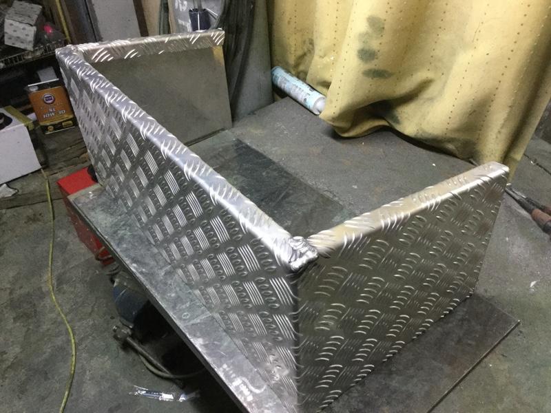 テールボックス製作(3)