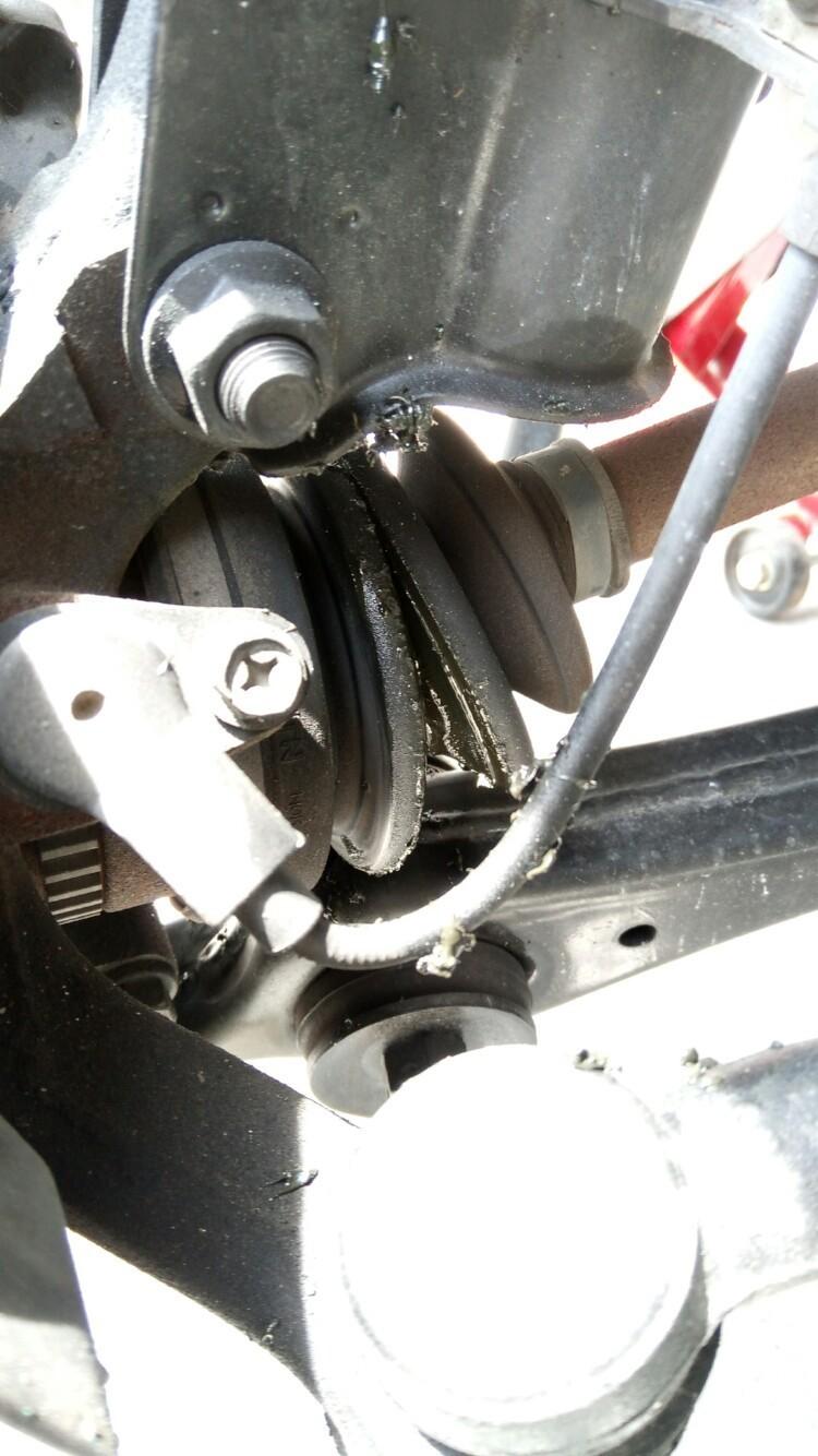 ドライブシャフトブーツ破損