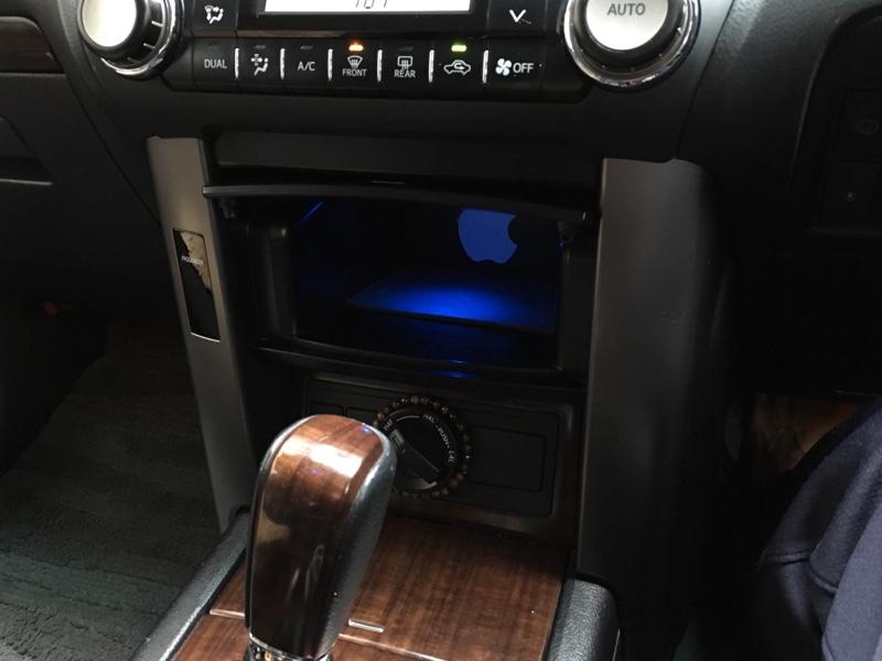 小物入れのアンバー色のLEDを青色LEDに交換する作業
