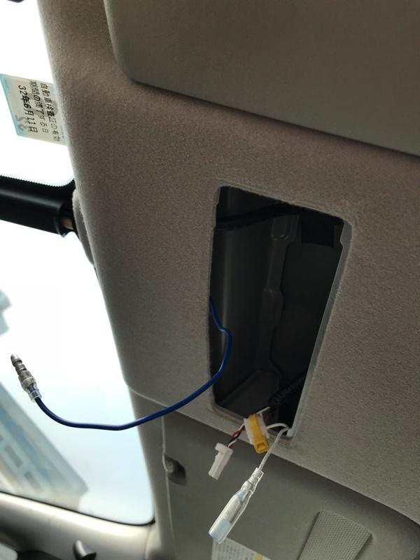 運転席、助手席に足元灯設置