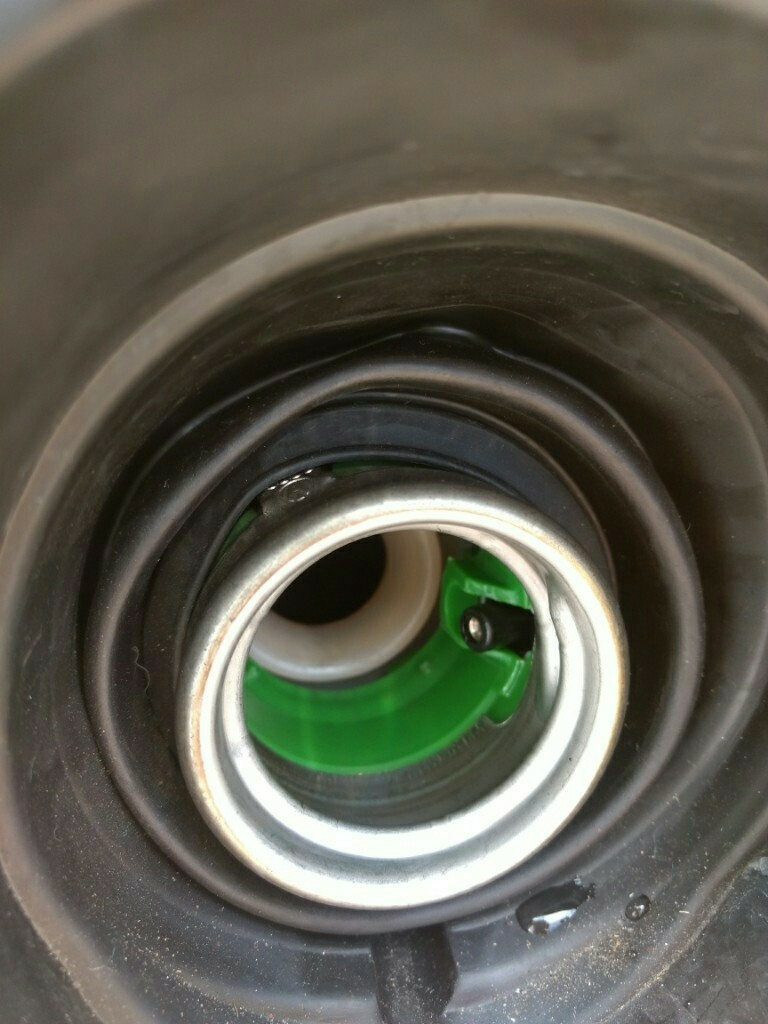 今頃知った、ガソリン10l 多めに入れる方法