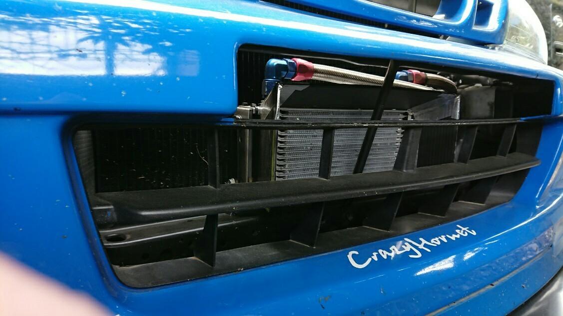 セトラブの エンジンオイルクーラーの 搭載位置を変更しました。<br /> <br /> 狙い<br /> ① 油温対策<br /> ② 冬季の水温 低下対策<br /> ③ 空力対策(開口部縮小)<br /> ④ 重量物の 低位置化