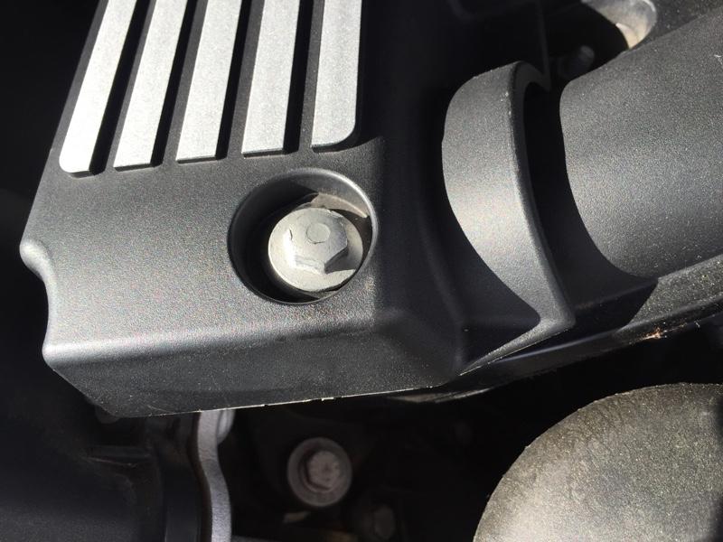 BMW E92 エンジンルームからネジ救出(^。^
