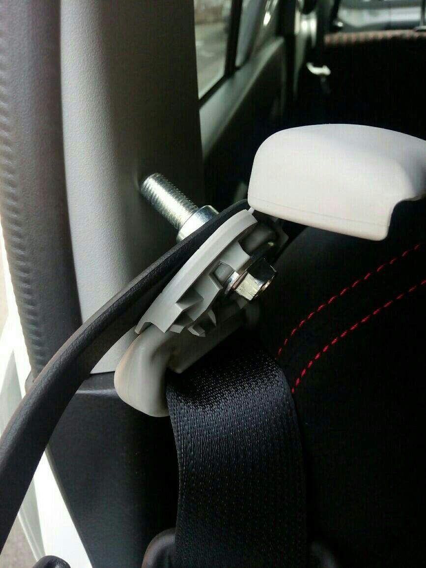 らくらく君シートベルトサポート取り付け