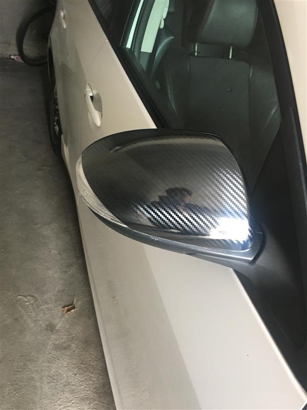 ミラーカバーにカーボンシート貼り付け