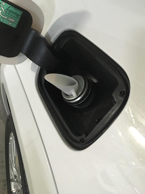 燃料清浄剤は漏斗を使いませう