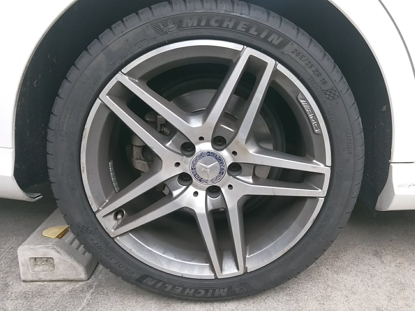 後輪タイヤ交換 [Michelin PILOT SPORT 4 265/35ZR18]