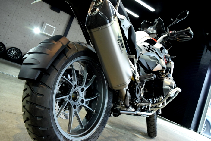 あらゆる路面を走破するスーパーバイク!R1200GSのガラスコーティング【リボルト仙台】