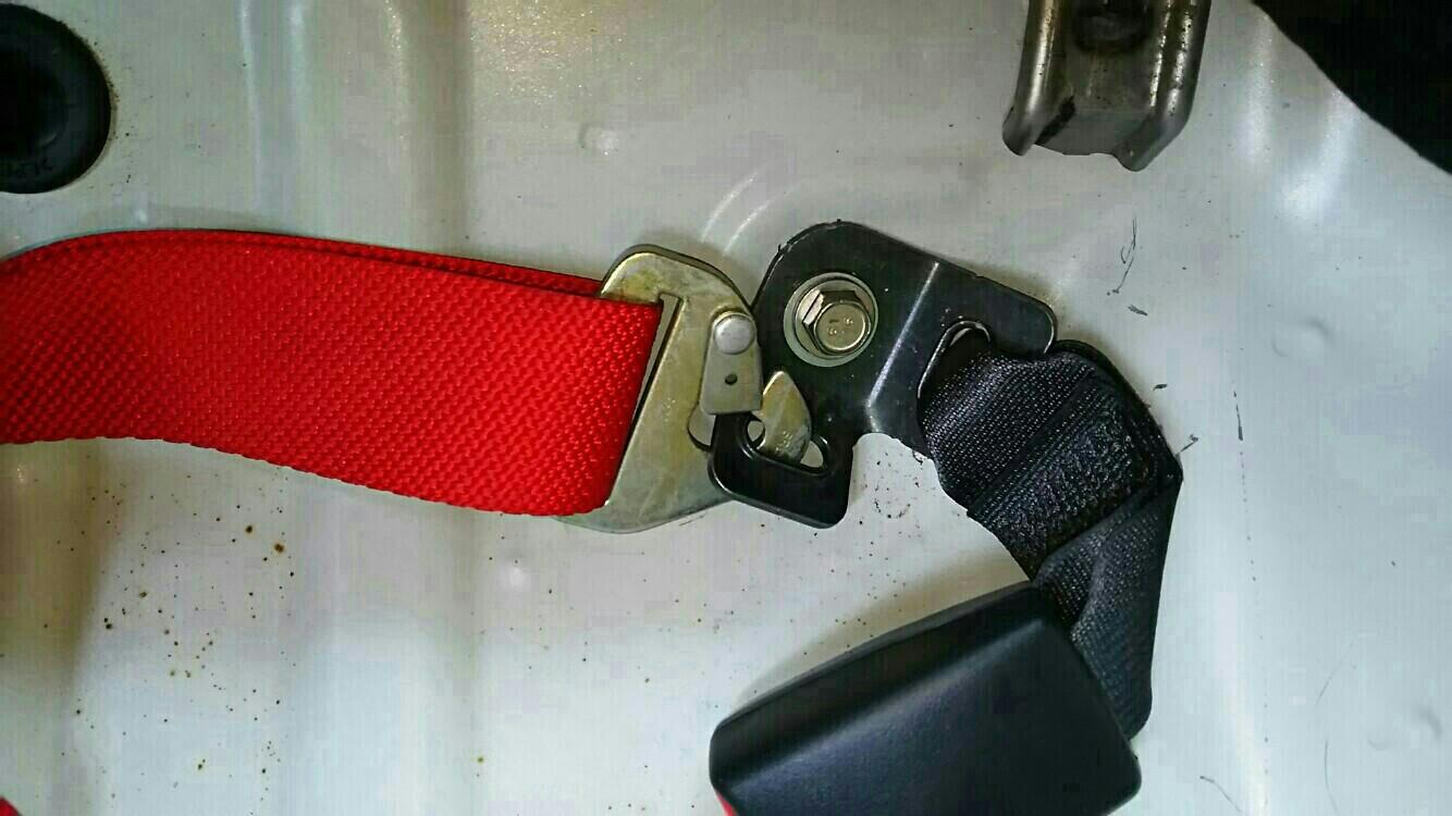 4点シートベルト取付け