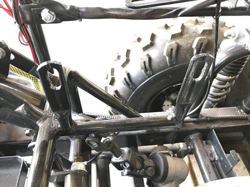 燃料タンク取り付け部亀裂修理