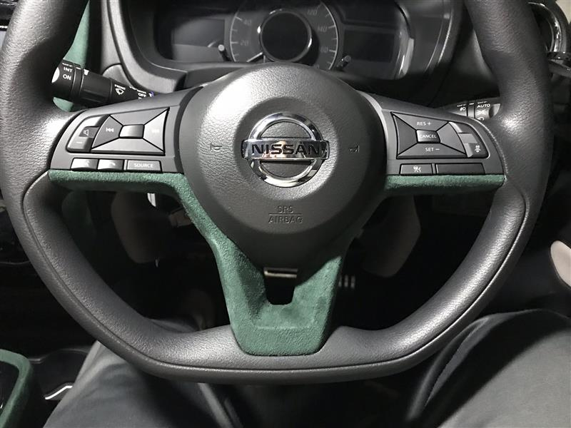 スエードシートの貼付(ハンドルパネル)