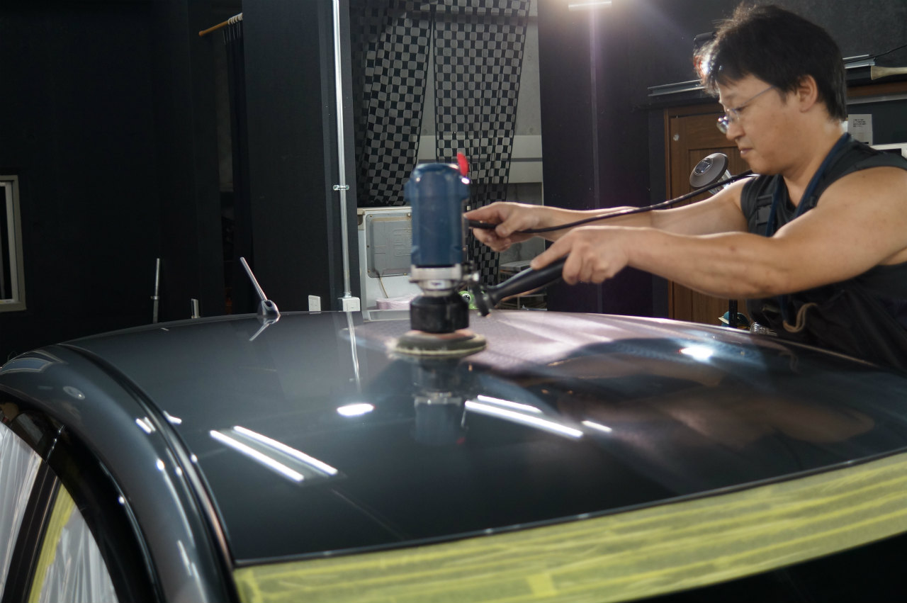 ガラス面の作業を終え 磨き作業に入ります^^