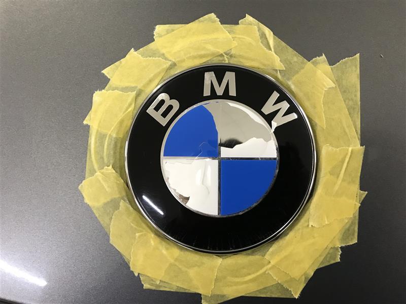 BMW ボンネットエンブレム交換