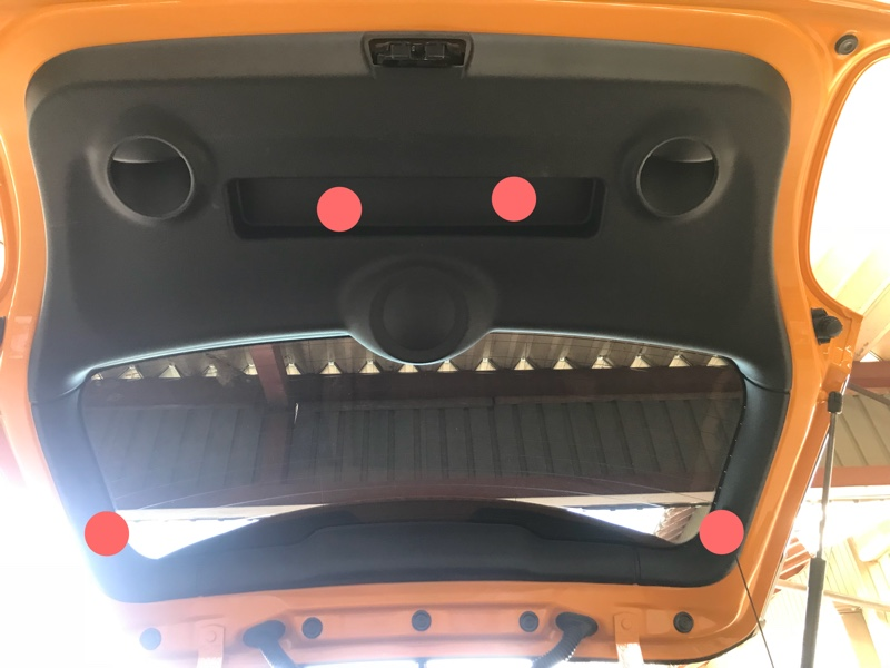 F56 MINI リヤゲートの内装カバー取り外し