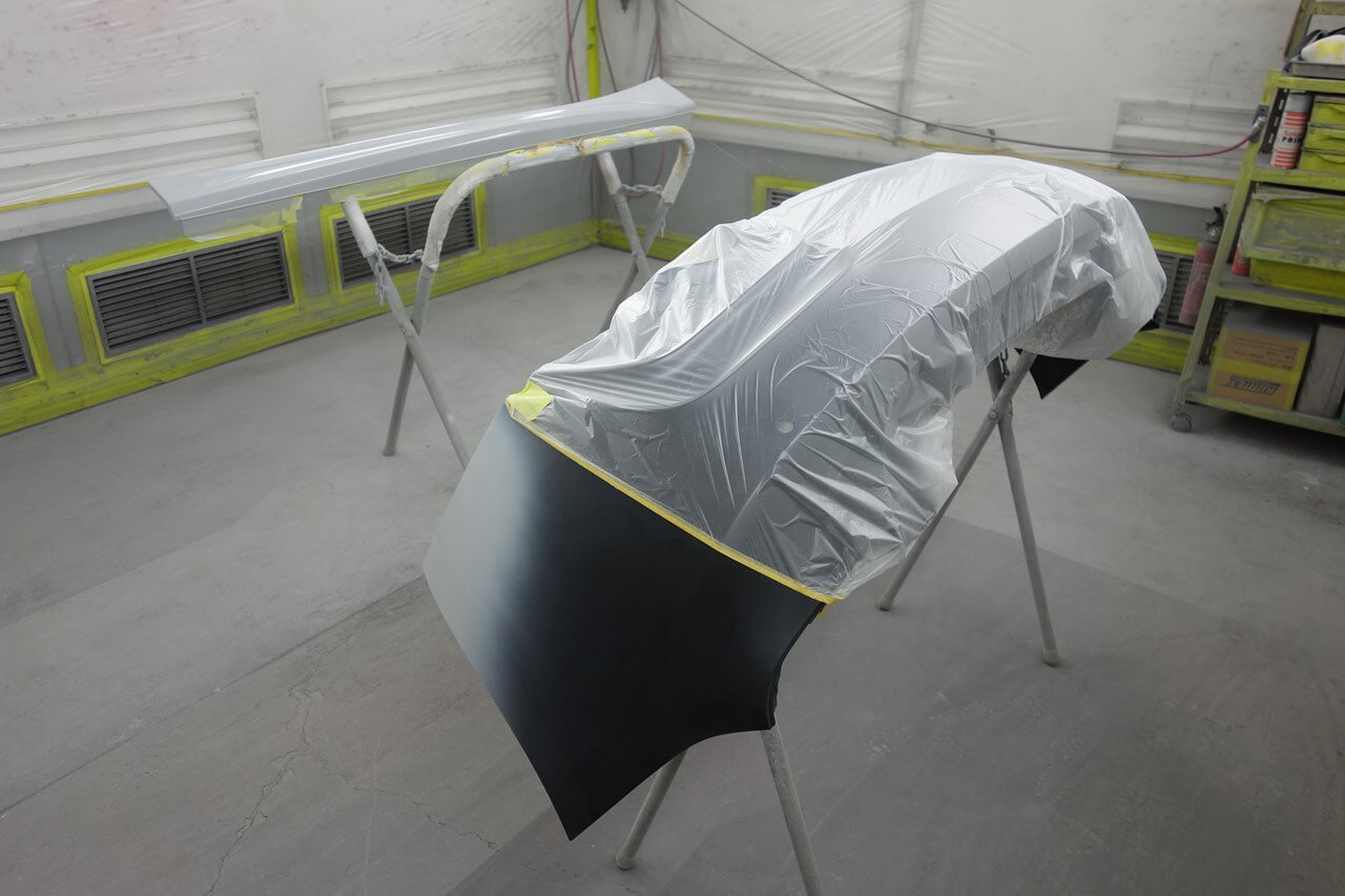 BMW135i  左フロントドア・ステップパネルカバー,リヤバンパキズ&へこみ鈑金塗装修理。小平市。