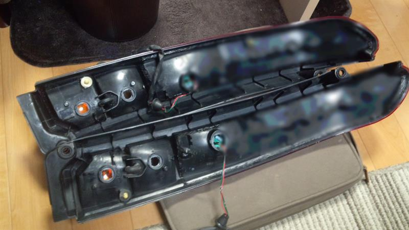 左右LEDテールランプ裏側処理完了、仮点灯チェック