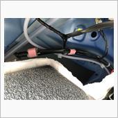 ラッゲッジルームのオプションシガーソケット用電源の引き出し元確認の画像