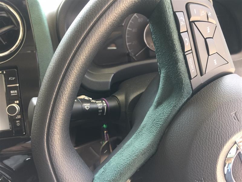スエードシートの貼直し(ハンドルパネル)