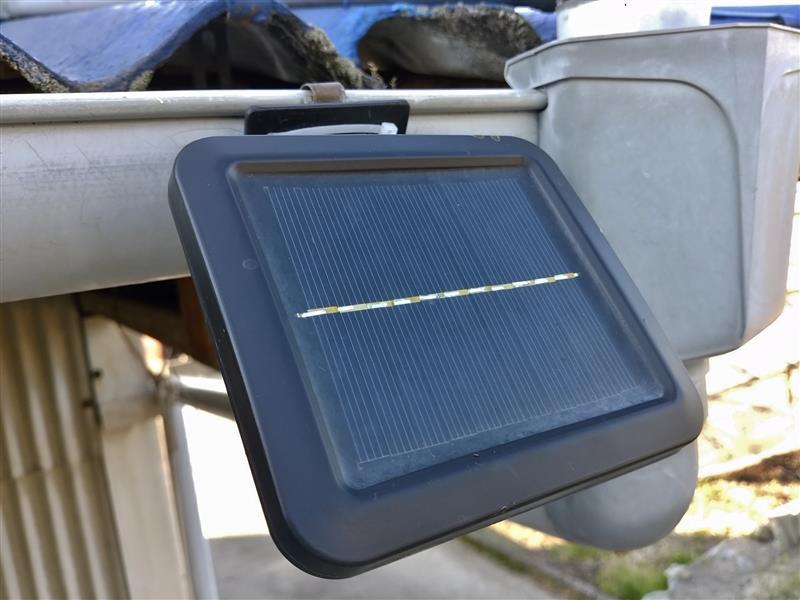 ソーラー式LEDライトのパネルをコーテイング ②