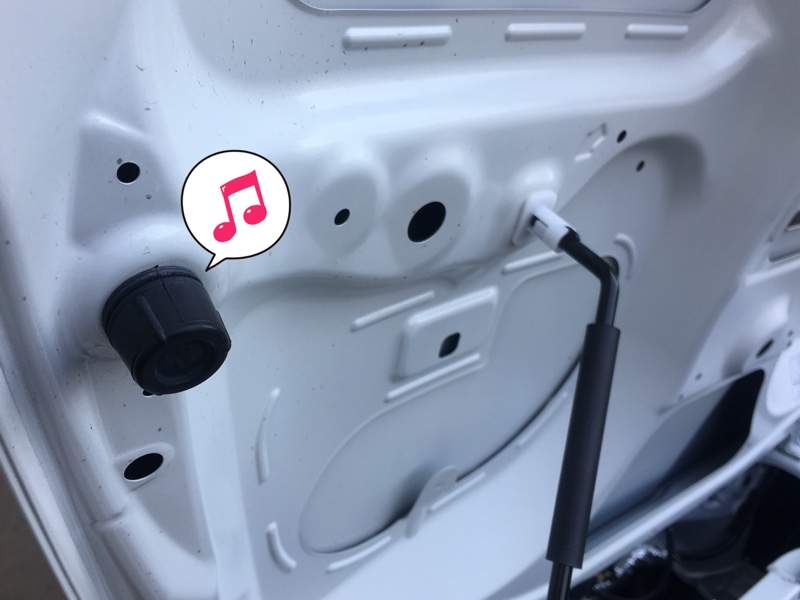 エンジンフード異音対策部品に交換
