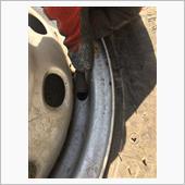サンバー予備タイヤ修理の画像