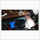 ケーブル類をまとめるためにセンターコンソール部品加工の画像