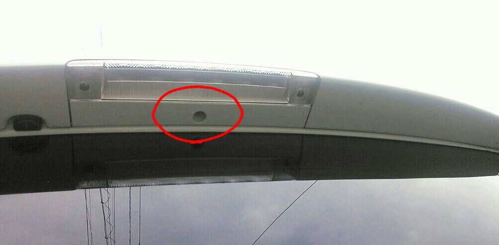 L150S・ムーヴカスタム : バックカメラ取り付け、その1。(バックドア内張り外し&電線通しの製作)