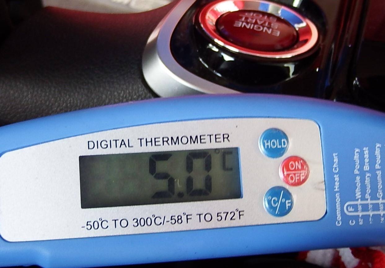 夏前のエアコンガス圧チェック(購入後2年後)