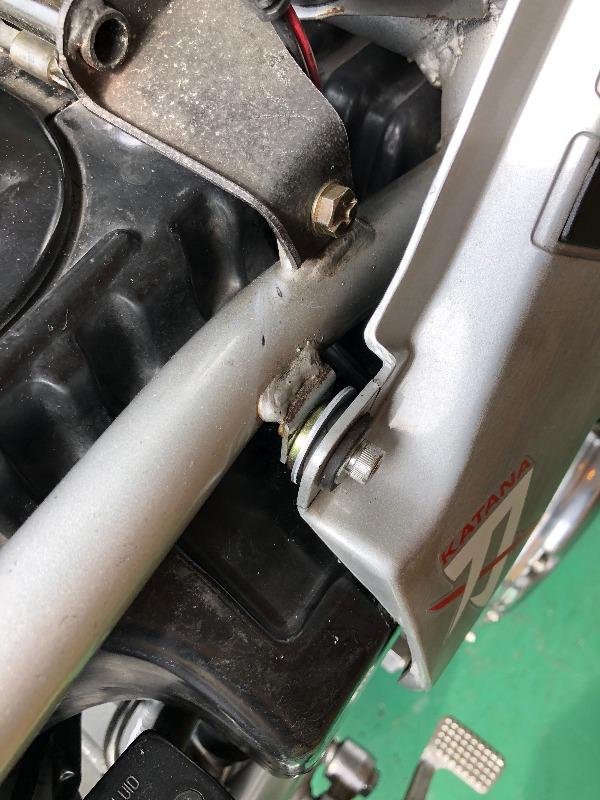サイドカバーの割れ修理
