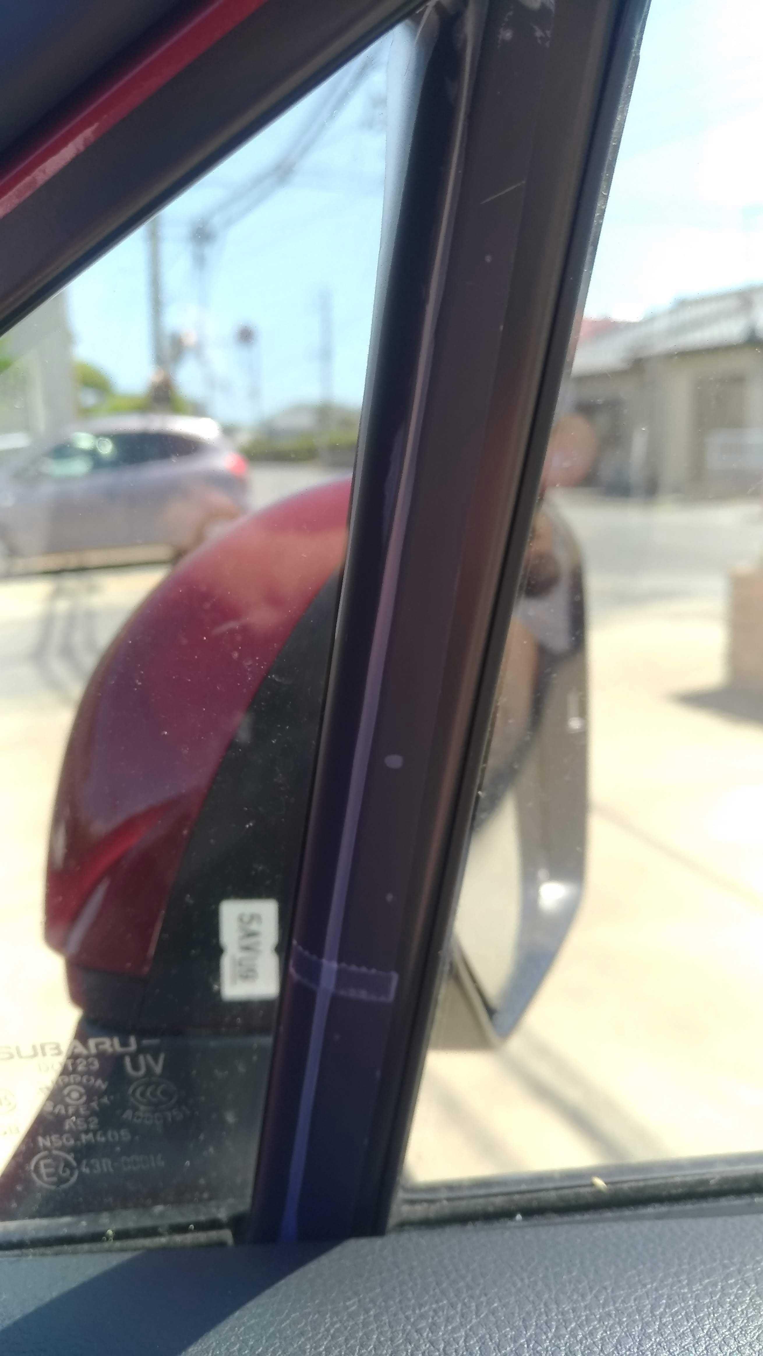 風切り音 三角窓 運転席側