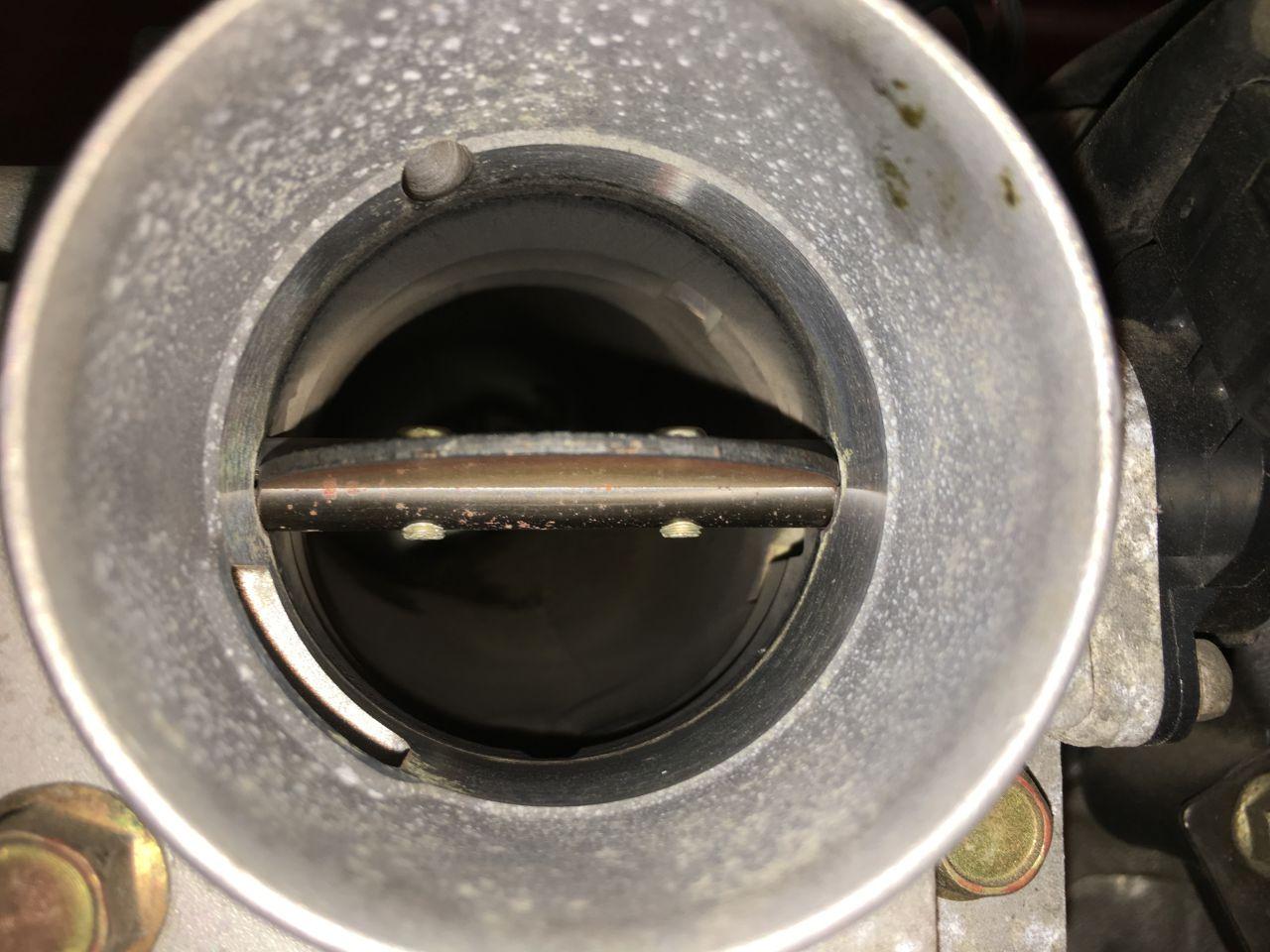 スロットルバルブ清掃とエアクリーナーのメンテナンス