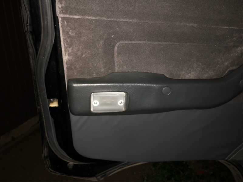 カーテシランプ白色LED化
