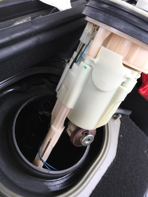 ポルシェ996カレラ4s   燃料ゲージ点検