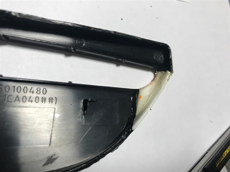 後期純正リアスポイラー翼端板破損修理