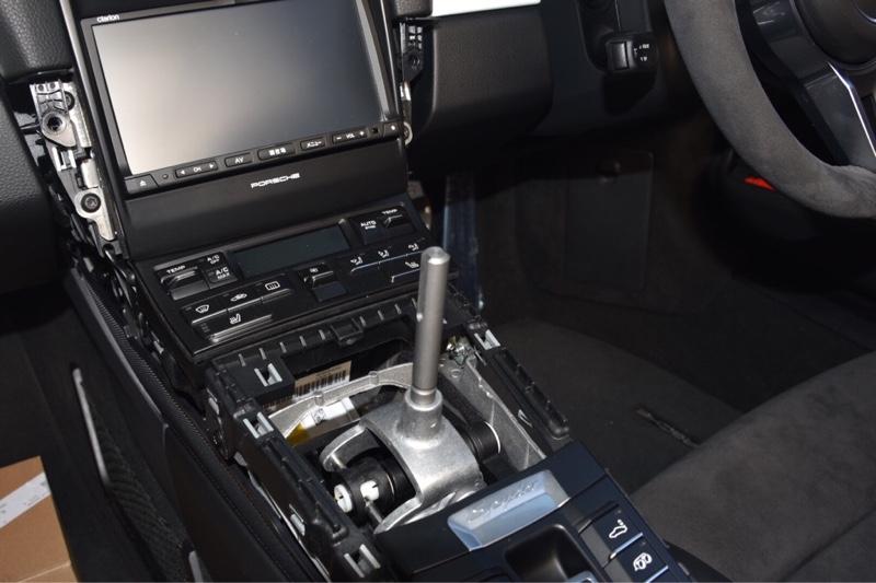 ボクスタースパイダー 911R 純正シフトノブ交換
