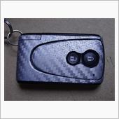 スマートキーにカーボンシート貼り付けの画像