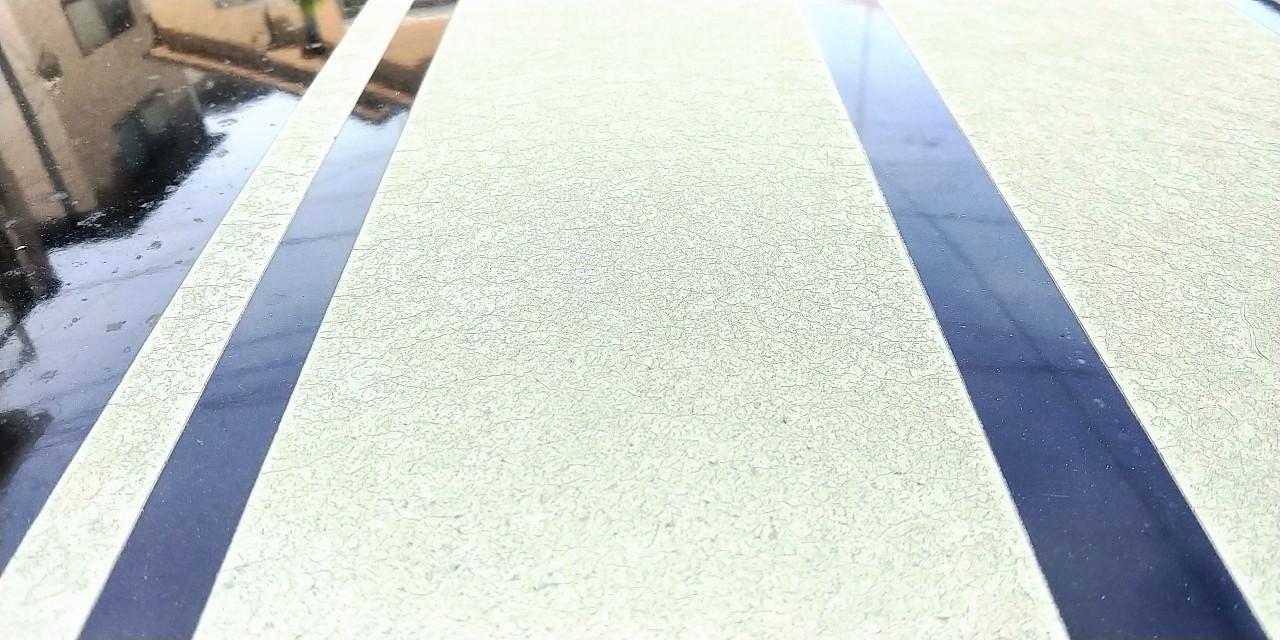 劣化した屋根のラインステッカー剥がし!