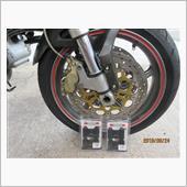 前輪ブレーキパッド交換