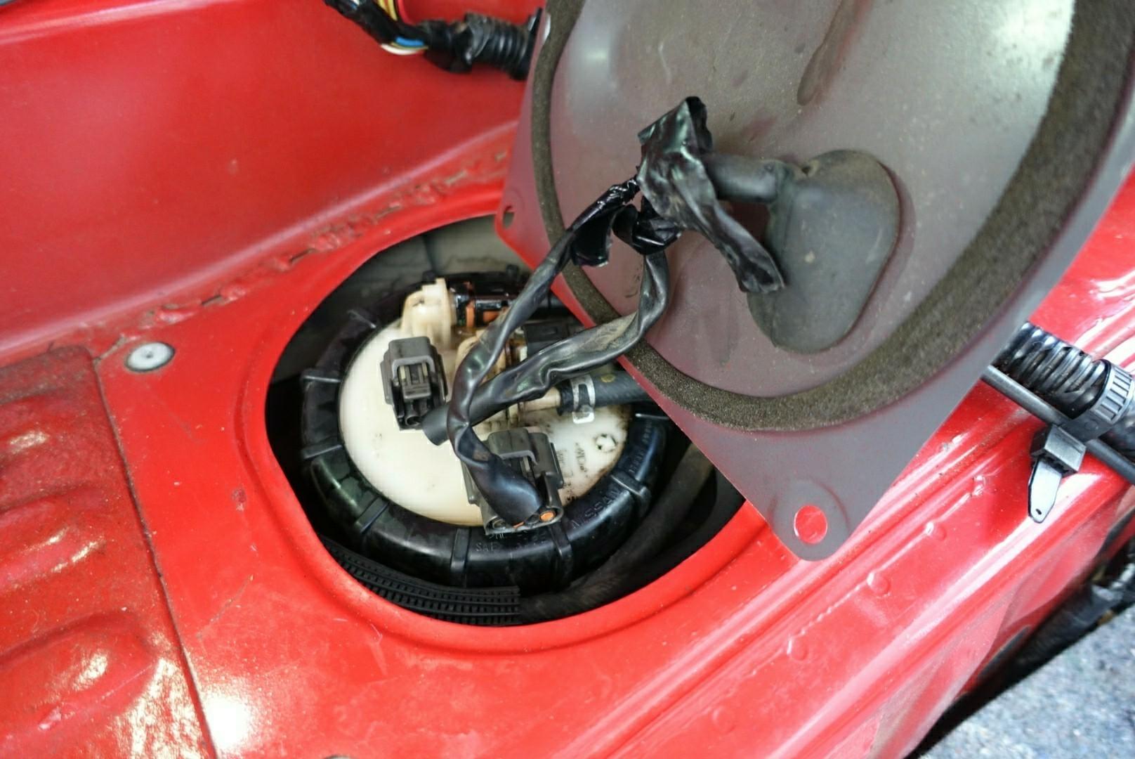 燃料タンクのプレートチューブを交換