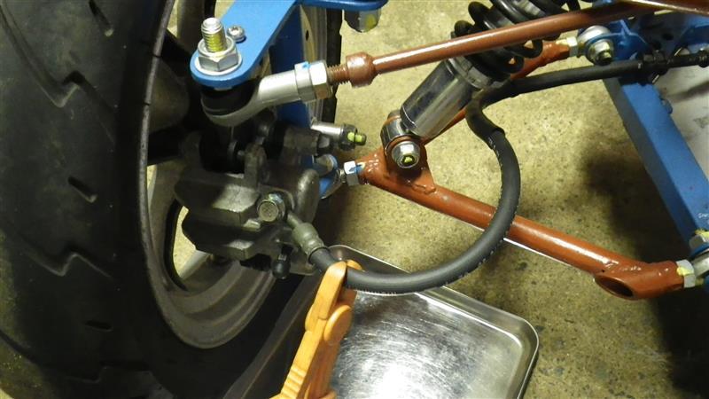 左前輪ブレーキキャリパー分解補修