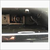 ヘッドライト内下の、四角いネジを90度回転させます<br /> <br /> あとは、グリルを引っ張ります。