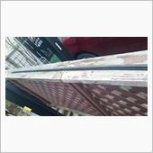 天井面のルーフモールが、経年劣化により挟み込み部分が痩せてしまい、はめ込みしても挟まらない状態となりました。<br /> <br /> 簡単に外せる状態となってしまったので・・・