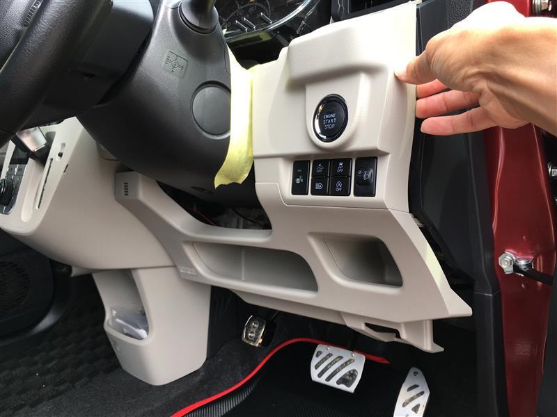 アイストキャンセラー取付① (運転席側のインパネを外す)