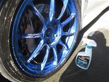 ホイールを丁寧に洗車