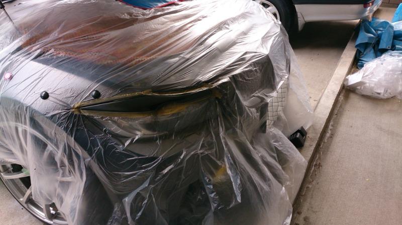 強力テープで固定して、光漏れ対策でシールもしているのでライトに装着した状態で塗装<br /> 脱脂のみを行い養生シートとテープでマスキング<br /> 5回ほど塗り重ね<br /> 半乾きのうちに注意しながらマスキングを外します