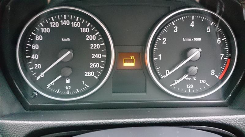 ただ、2日前から走行中にクーラントレベル警告灯が点灯するようになりました、<br /> クーラントレベルは問題なく、エア抜きの実施、センサーのコネクタの清掃もしましたがおさまりません<br /> 始動直後ではなく12~3分走行し油温が70度を超えたあたりで発生<br /> センサの内部抵抗値がおかしくなっているのではないかと推定<br /> レベルセンサを発注<br /> また、作業予定が増えました<br /> <br /> センサの交換なら、リザーブタンクのクーラントを吸出しで全量抜いて、固定ボルトを抜けばエンジンルームからの作業で出来そうでしたが、実はインタークーラーとチャージャーパイプ間のアルミフロントパイプを台湾から取り寄せ中で、来週末に4輪ウマがけしてアンダーカバーを外す予定なので、その時に両方実施予定です<br />
