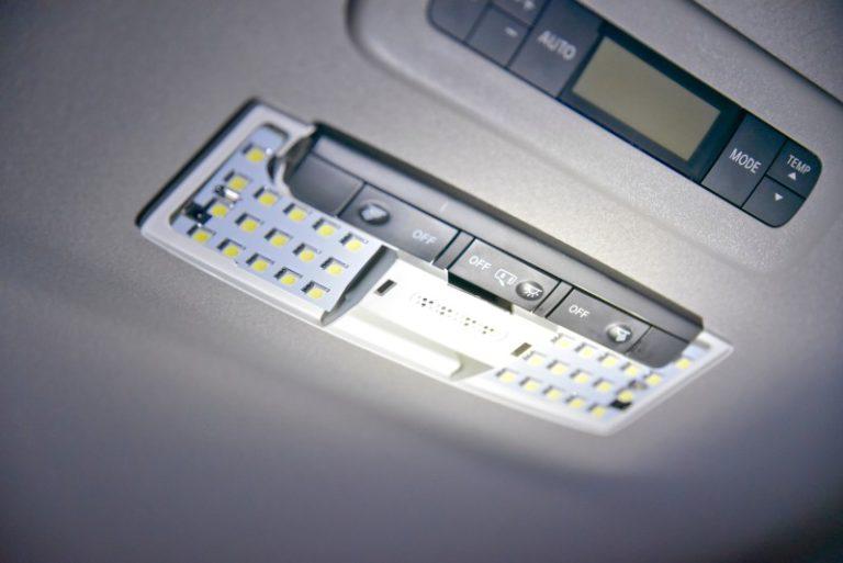 セレナC27専用LEDルームランプを取付けてみたら子供が喜んでくれた
