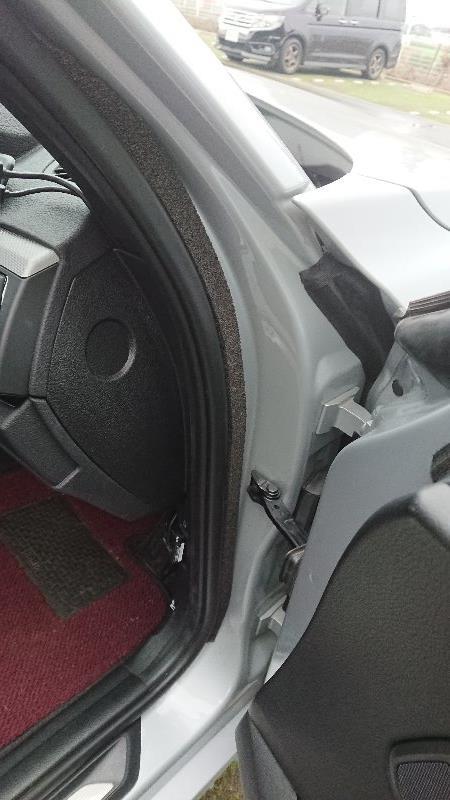運転席の異音対策
