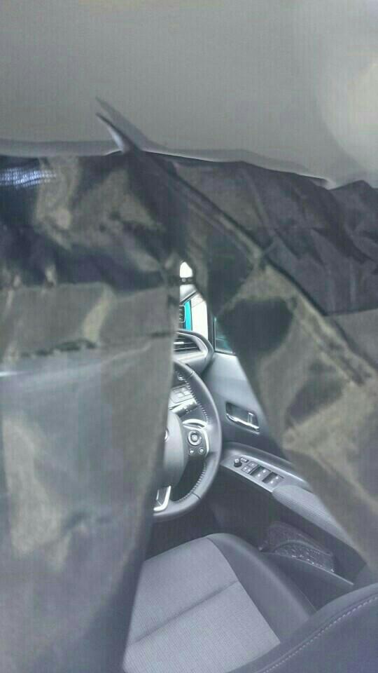 ダイソー車内用日除けカーテン