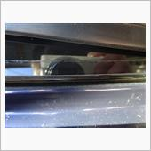 リアガラスモール奥の錆補修の画像
